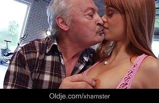 Łysy darmowe ostre filmy erotyczne mężczyzna w fotelu