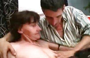 W ostre filmy erotyczne za darmo ogrodzie łysy mężczyzna, młoda kobieta w miejscu publicznym