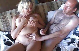 Proponuje swojej dziewczynie pójść do toalety, a sam więcej trenuje w filmy erotyczne ostre ruchanie saunie